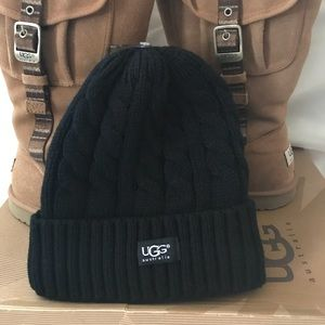 6bc73e2fc04cf UGG thick knitted hat